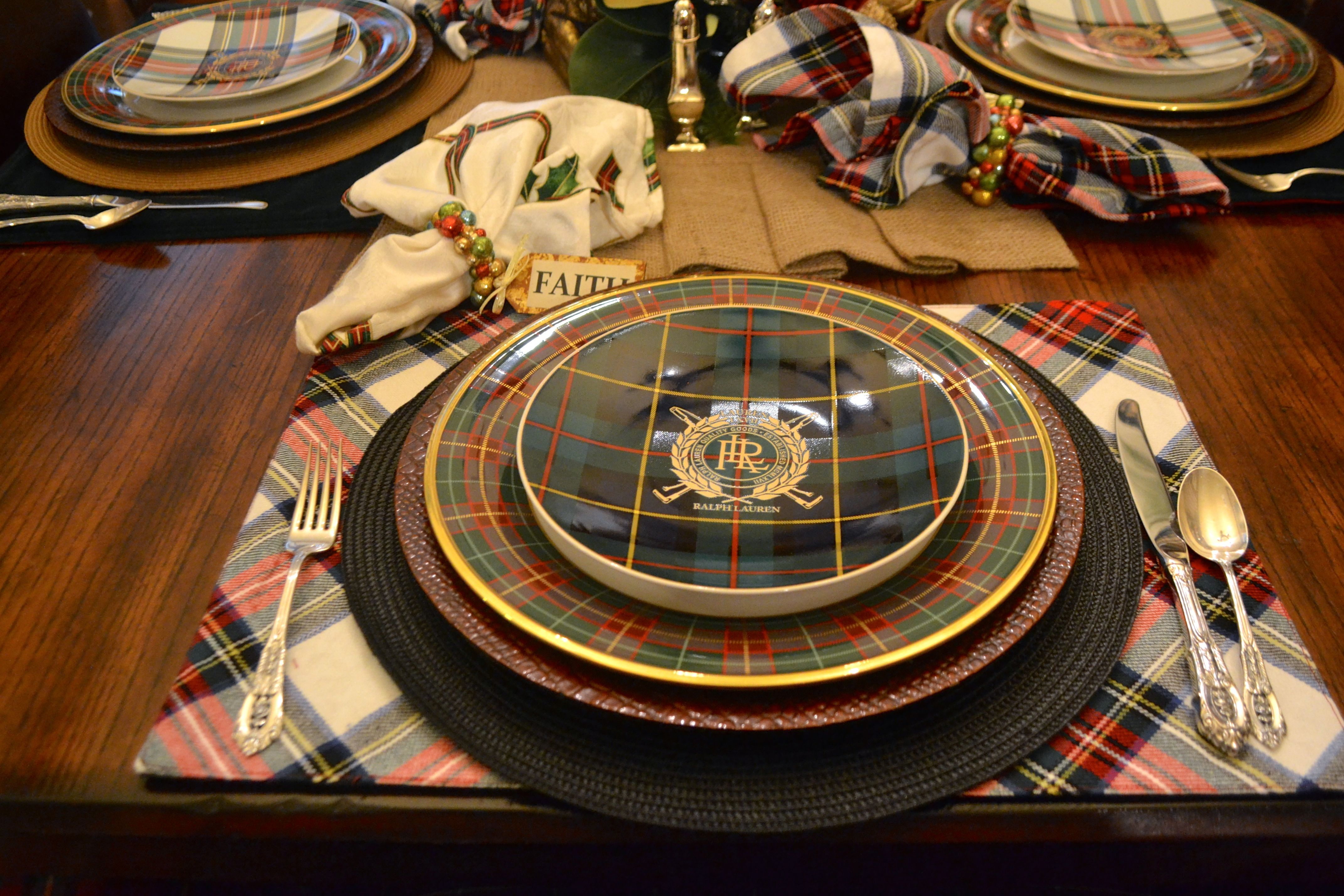 The place settings included Lenox Holiday Tartan service plate and Ralph Lauren Tartan accent plates. Tartan placemats were topped with round black mats ... & Jeffersonu0027s Christmas at Mrs. Ralphu0027s